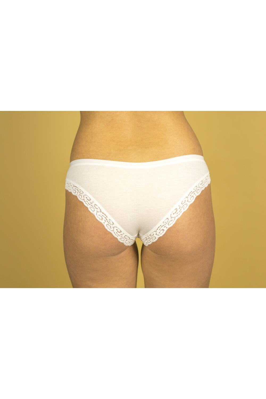 Csipkével díszített csípő női alsó